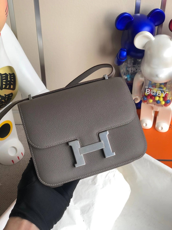 香港灣仔區香港會議展覽中心 Hermes Mini Constance 19cm Epsom 8F Etain 锡器灰