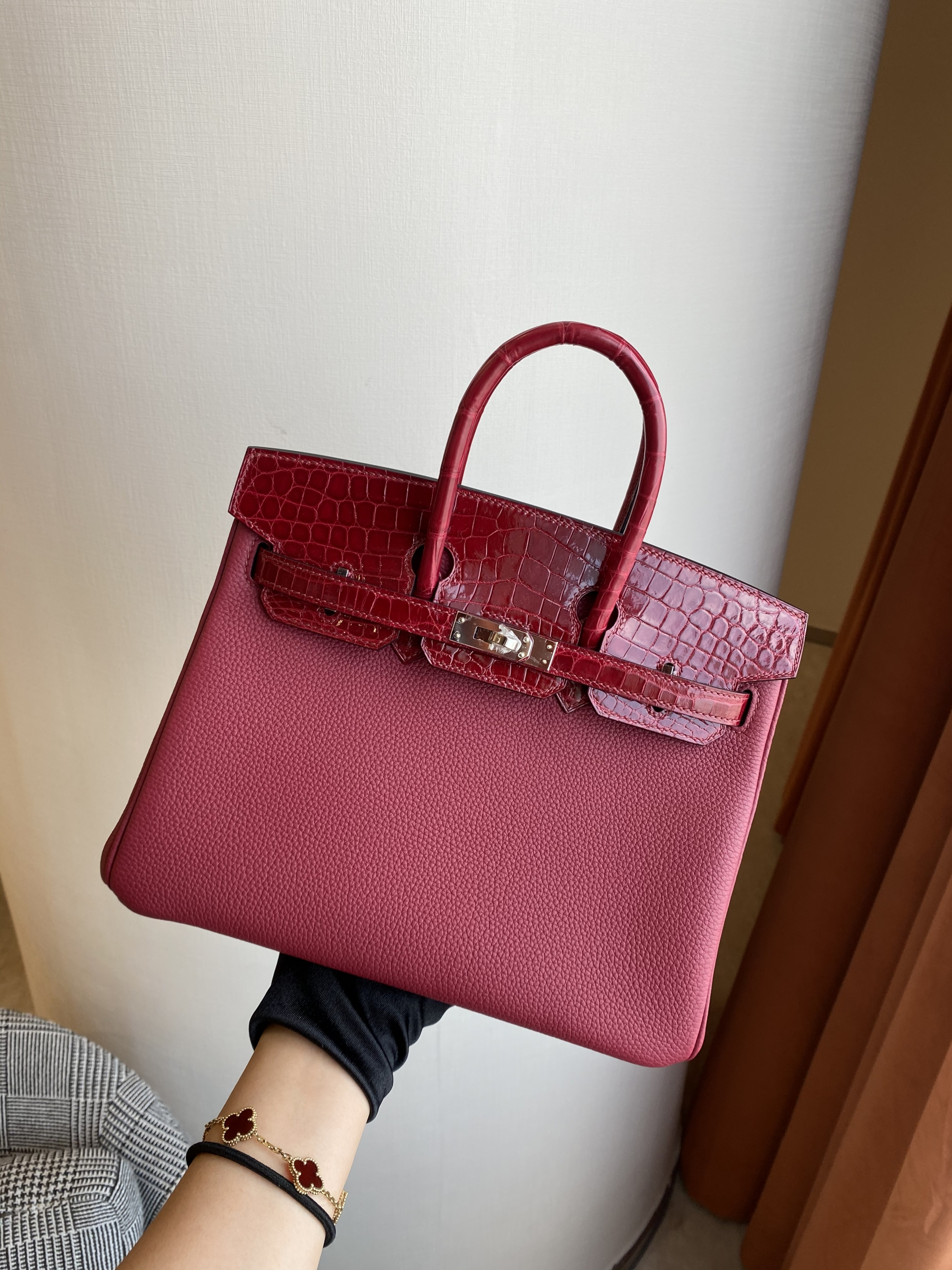 Hong Kong South Hermès Birkin Touch 25cm polished Mississippiensis alligator