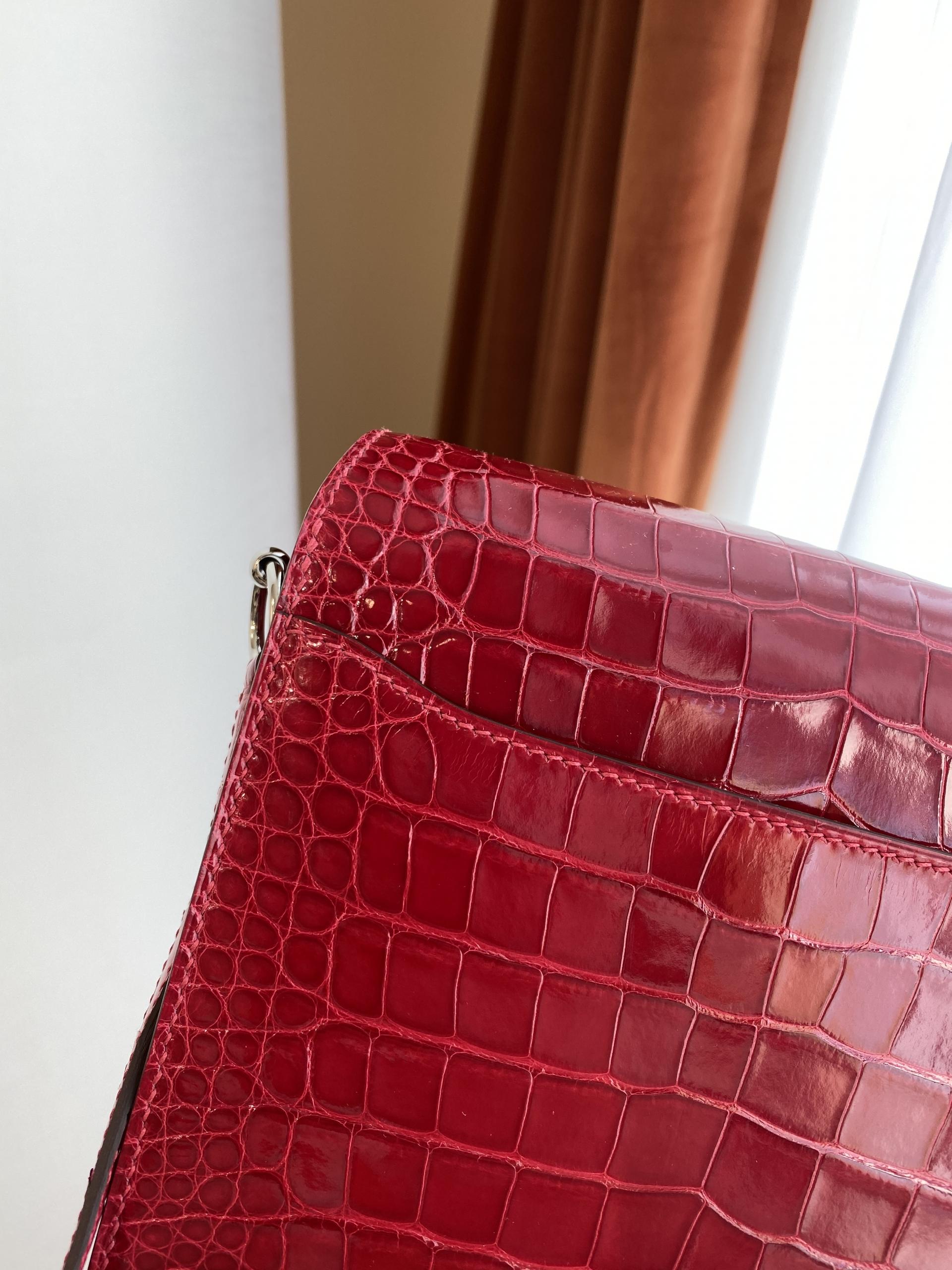 香港島中西區中環 Hermes Roulis MINI Q5 Rose casaque 國旗紅 亮面 方塊 美洲鱷魚