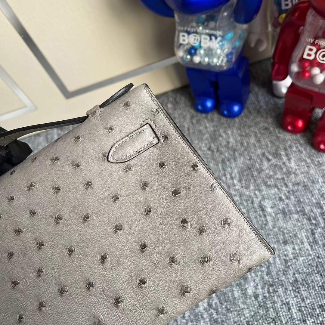 臺灣桃園市Hermes MiniKelly Pochette Ostrich M8 Griss Asphalte 全手工蜜蠟線縫製 銀扣